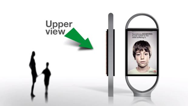 *身高視差只有孩童才看見的求救訊息:ANAR Foundation 西班牙家暴廣告! 3