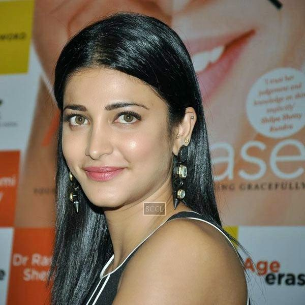 Shruti Hassan at the launch of Dr Rashmi Shetty's book 'Age Erase', held at Crossword, on July 11, 2014.(Pic: Viral Bhayani)