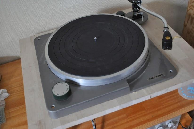 socle de platine vinyle neat p58h le forum audiovintage. Black Bedroom Furniture Sets. Home Design Ideas