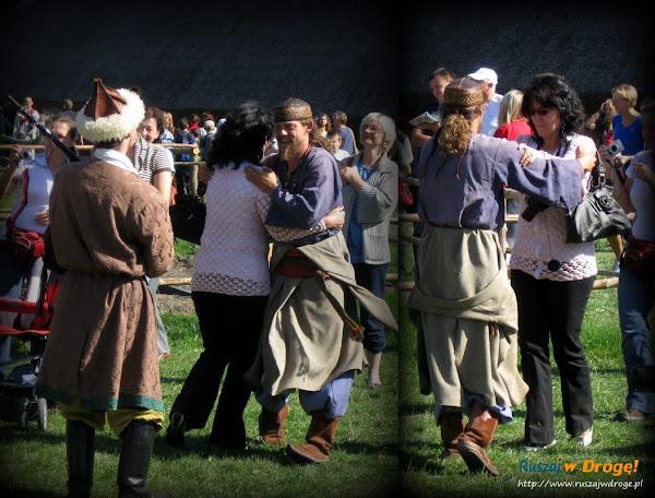 festyn w biskupinie - tańczący wojowie