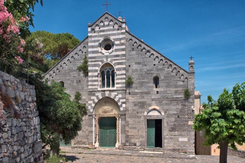 романская церковь св.Лаврентия, возведенная генуэзцами в 1098 году