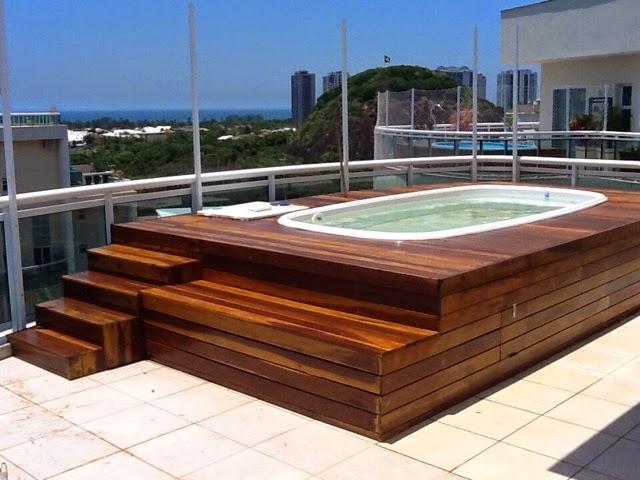 Alba piscinas com piscinas elevadas y recubrimiento en deck for Recubrimientos para piscinas