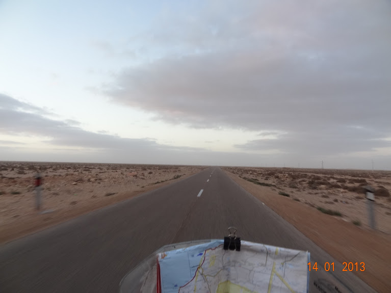 Marrocos e Mauritãnia a Queimar Pneu e Gasolina - Página 5 DSC05783