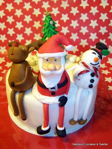 Kerst Taart met Kerstman, Sneeuwpop, Rendier en Kerstboom.jpg