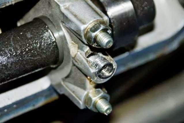 Camshaft Bearingblock - worn thread for valve cover 11_camshaft1