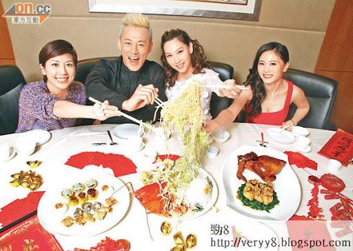 黃智雯(左起)、林峯、子珊及朱晨麗祝本報讀者新一年齊齊撈起!