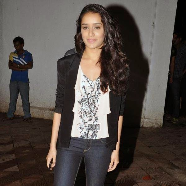 Shraddha Kapoor arrives for the wrap-party of Bollywood movie Mary Kom, held at Sanjay Leela Bhansali's residence on July 26, 2014.(Pic: Viral Bhayani)