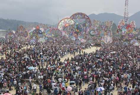 瓜地馬拉清明節的Barriletes Gigantes大風箏盛況