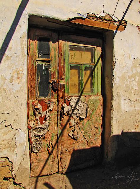 Фото Дверь номер 1 древняя старая