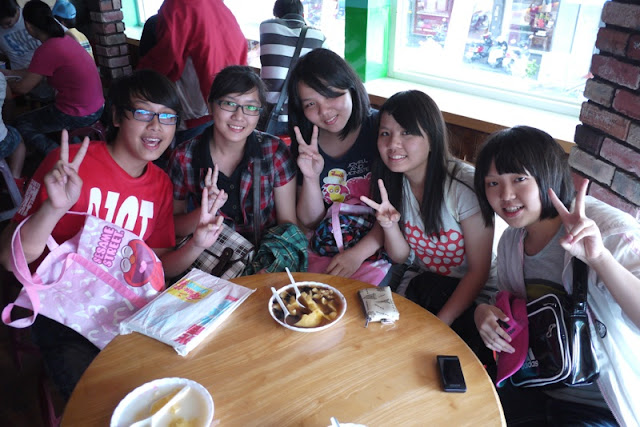 Five students in Hualien posing for a photo in a dessert store