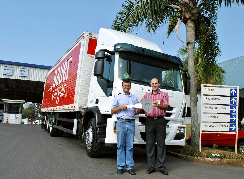Transportadora de Videira recebe novo Iveco Tector DSC 0003