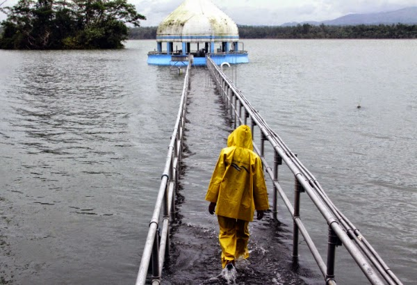 Mario Causes Flooding in Metro Manila with Pictures 19-09-2014-10, La Mesa Dam overflows