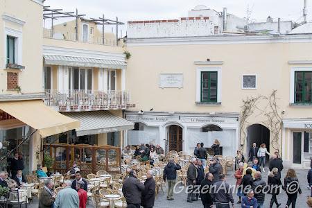 Piazza Umberto I meydanı, Capri