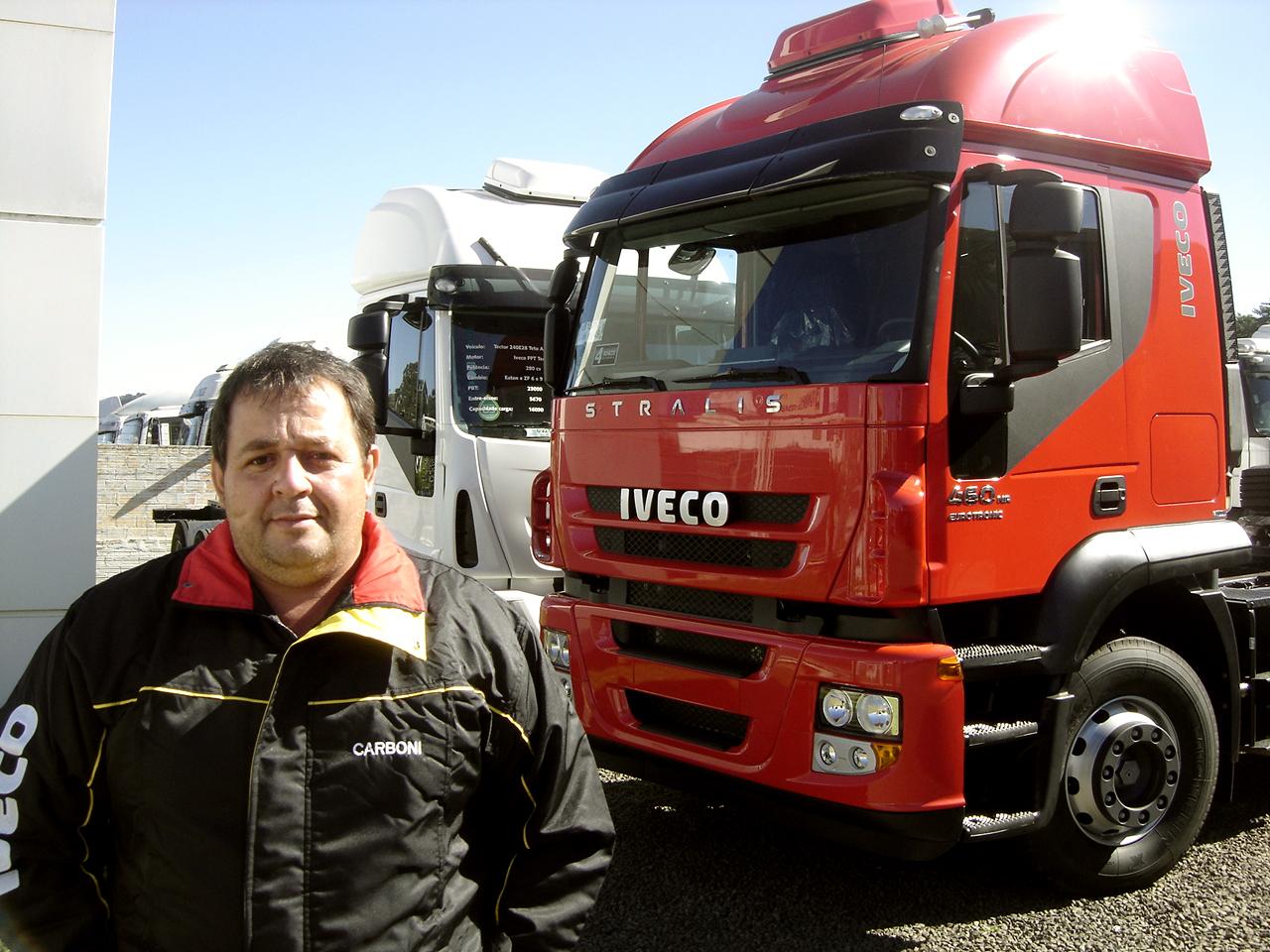 Transportes Fortaleza adquire mais um Iveco Stralis e completa seis caminhões na sua frota 100% Iveco Fotos%2520entrega%2520stralis%2520transp%2520fortaleza%2520 %252031 05 2012%2520001