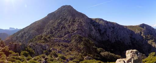 Le Capu di Vegnu au bout de la crête en provenance de Capu Cardellu avec Paglia Orba à gauche