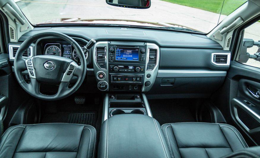 Khoang điều khiển của Nissan Titan 2017 quá chất trong từng đường nét