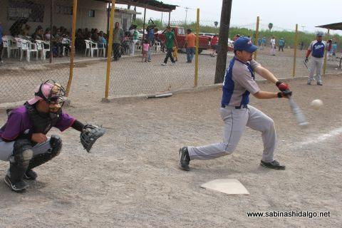 Martín González Acevedo de SUTERM en el softbol del Club Sertoma