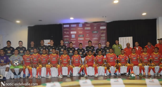 Presentan al cuadro y nuevos uniformes del Deportivo San Pedro