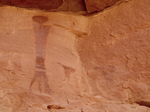 Pictographs near the Blue-Eyed Princess, including two hunchback figures
