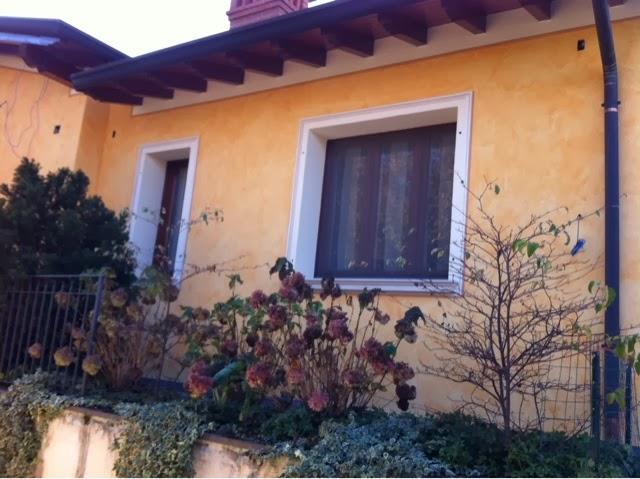 Artemusa decorazioni contorni finestre cornici in finto - Cambio finestre ...