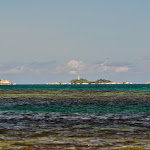 Palau Lengkuas w oddali.