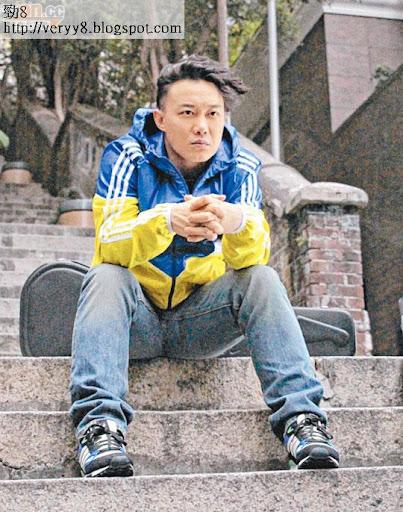 陳奕迅穿上至潮運動服拍攝新廣告,他有可能出席「四大」與無綫破冰的記招。