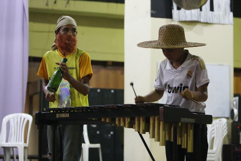 El ingenio y la creatividad también tienen encuentran abono en esta zona del Sureste venezolano. La agrupación Corotos de Upata ofreció un jocoso performance en el núcleo de Puerto Ordaz, a fin de mostrar la versatilidad de la percusión y además recordarnos que los sonidos pueden salir de cualquier objeto, siempre y cuando haya pasión por hacer música.