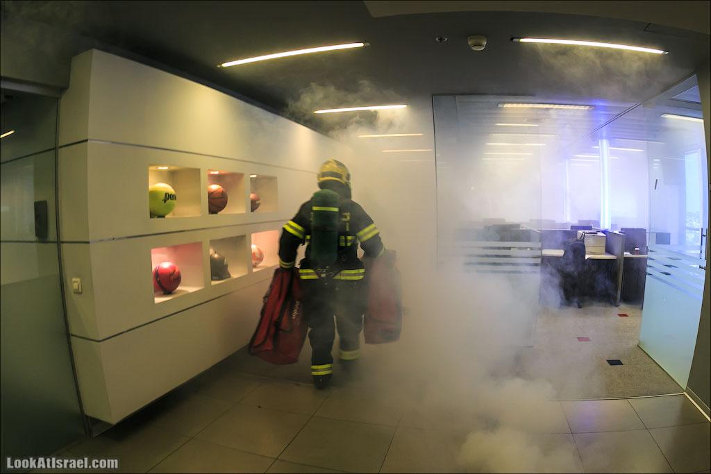 LookAtIsrael.com: Очередной сказ. В этот раз о том как наш офис заполнил дым и веселые пожарные (funny israel  Я ха ха работа люди концерты и шоу и интересно и полезно )