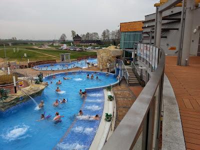 Na zdjęciu basen zewnętrzny