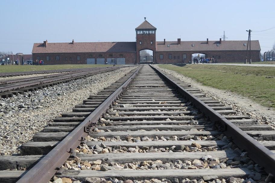 Der Besuch in Auschwitz war tief beeindruckend.