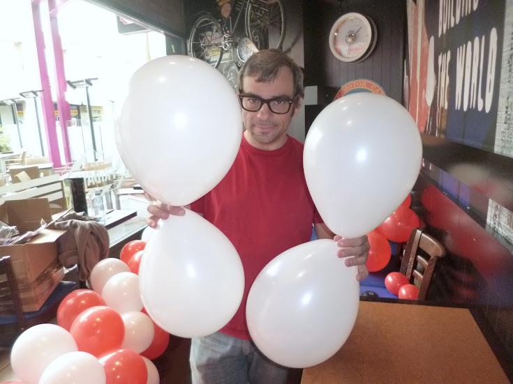 como-hacer-decoracion-flor-globos-01
