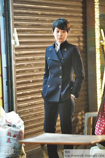 《傳愛事務所》陳法拉愁容滿面在街上行,努力培養情緒。(攝影:黃梓烜、劉永銳)