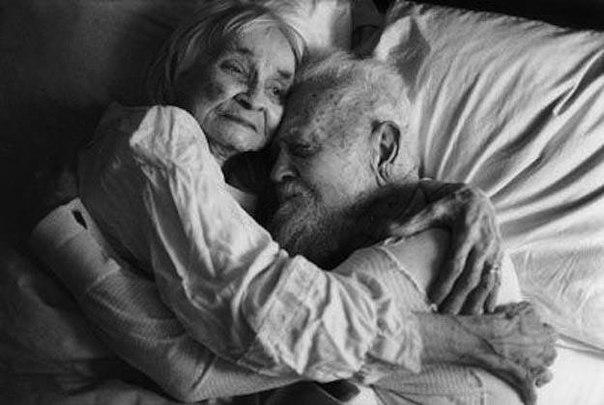 Ảnh vợ chồng già hạnh phúc