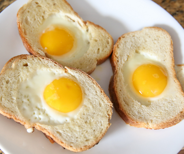 photo of the cooked eggs in the bread on a plate