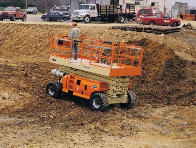 Xe nâng tự hành cắt kéo diesel