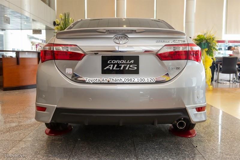 Khuyến Mãi Giảm Giá Xe Toyota Altis 2015 Mới - Đuôi Xe