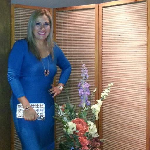 Janet Yanez Photo 15
