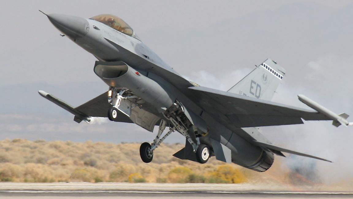 F16 Fighting Falcon Smokey Takeoff - AERONEF NET