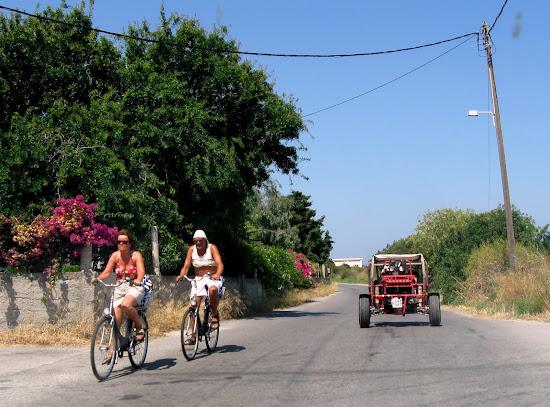 rowerowe zwiedzanie miasta - pan w staniku