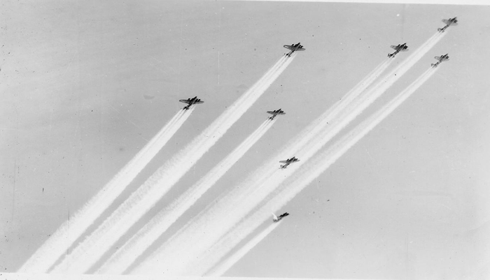 B 17s+of+the+379th+Bomb+Group+1943 El engaño de los chemtrails