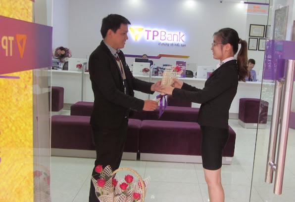 TPBank tri an khach hang nua dip 83
