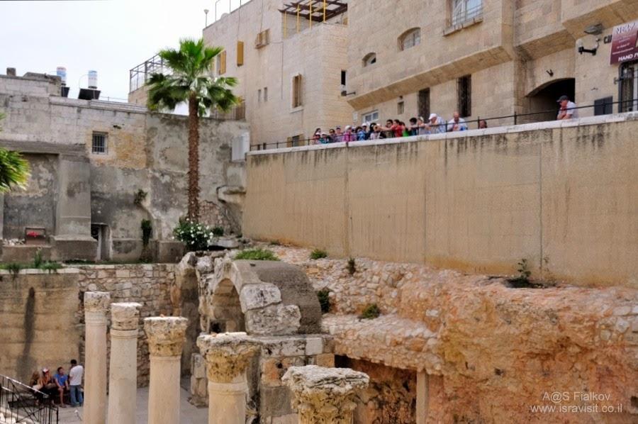 Римская улица Кардо, раскопки в еврейском квартале Старого города Иерусалима. Экскурсия по Иерусалиму. Гид в Иерусалиме Светлана Фиалкова.