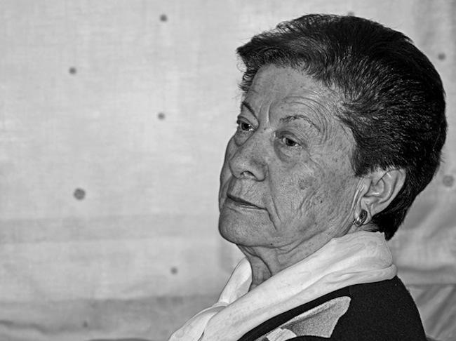 foto retrato de señora en blanco y negro