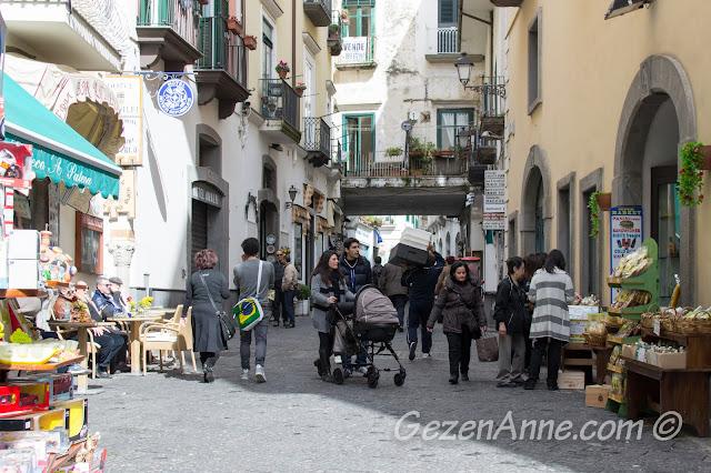 Amalfi çarşısı ve dükkanları, İtalya