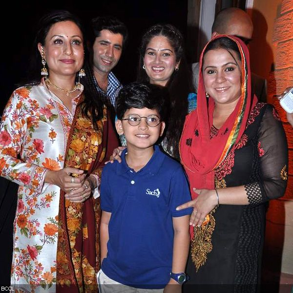 (L-R) Cast of the television show Do Dil Ek Jaan, Kishori Shahane, Sumeet Kaul, Resham Tipnis and Ritu Vashishtha pose for the lense during its launch, held at Filmcity, in Mumbai. (Pic: Viral Bhayani)
