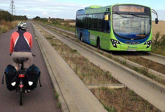 Spurbus (Busway) zwischen Cambrdige und St. Ives mit Miri on the Bike