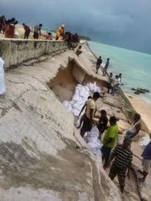 Rebuilding the causeway after the effects of Cyclone Pam March 11, 2015.  Photo Credit: Bibatur Rahman Ibrahim