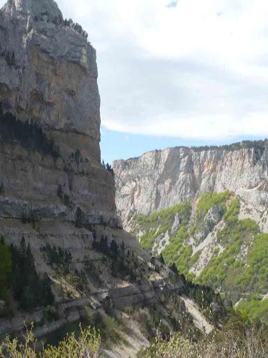 Contournant le rocher de Combau