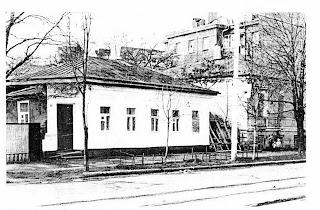 https://sites.google.com/site/istoriceskijtaganrog/frunze-ulica/dom-33