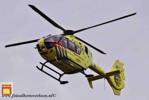 traumahelikopter landt in overloon 21-11-2012 (5).JPG